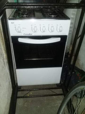 Vende-se um fogão com um mês de uso