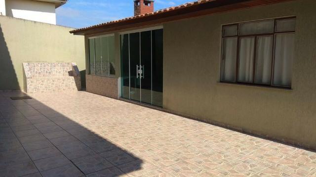 Ótima residência c/ 04 quartos, amplo terreno e salão de festas em Uvaranas !!! - Foto 5