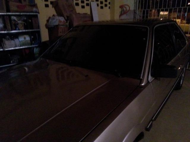 Santana 1.8 álcool, abertura nas portas por controle. Pneus e aros novos, carburador novo
