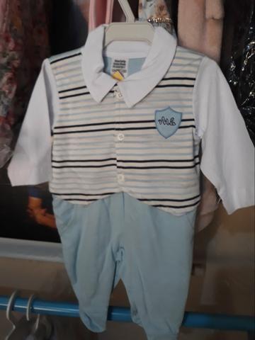 Vendo lotes de roupas infantis com 150 peças