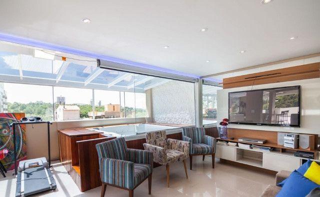 Cobertura de 203 m2 , com 3 quartos e 2 vagas em Petrópolis