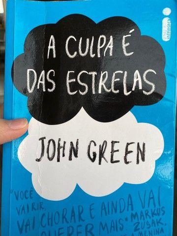 livro A culpa é das estrelas de John Green - Foto 3