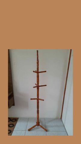 Cabide de madeira em perfeito estado