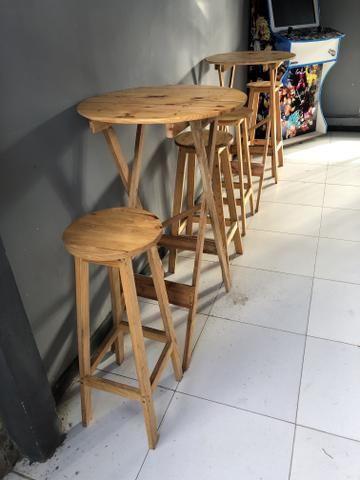 2 Bistrôs de Pálete com 2 cadeiras cada