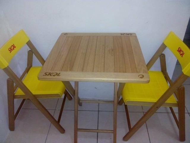 Kit de mesa e cadeira da skol