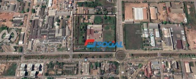 Ótimo prédio comercial para locação com estacionamento em excelente localização, Av. Jorge