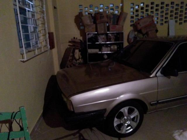 Santana 1.8 álcool, abertura nas portas por controle. Pneus e aros novos, carburador novo - Foto 8