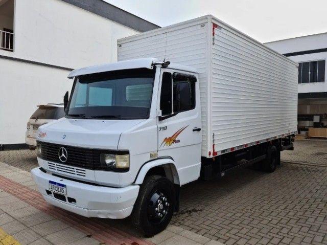 Caminhão Mercedes baú seco 710 - Foto 5