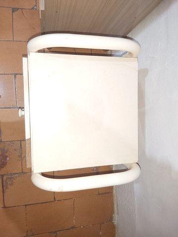 Mesa de cabeceira com 3 gavetas  - Foto 6