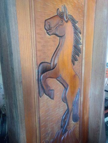 Porta de madeira esculpia - Foto 5