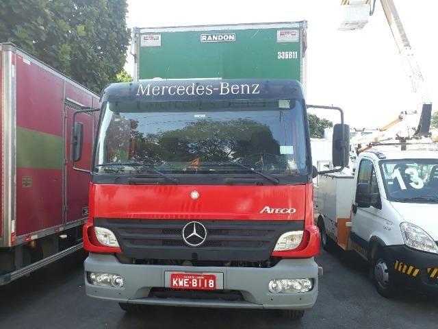 Mercedes Atego 2425 6x2 c/ Baú de alumínio