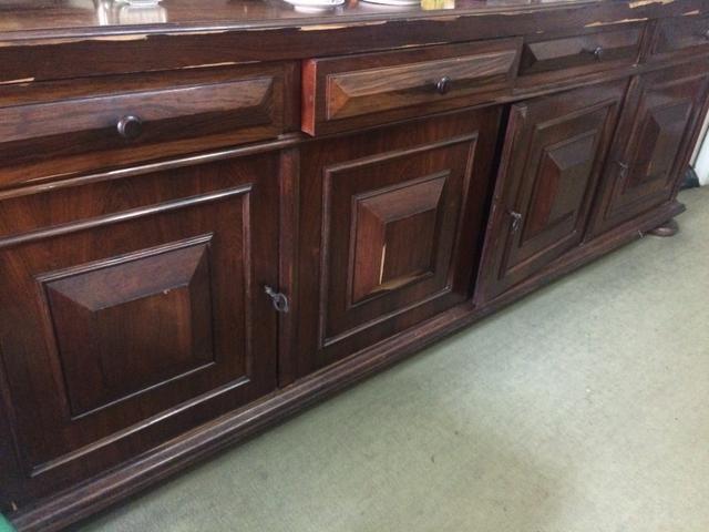 Arca com 4 portas e 4 gavetas antiga em madeira maciça
