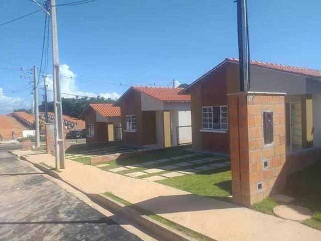 //Casas em Condomínio fechado com 2 qrts e terreno medindo 160 m2