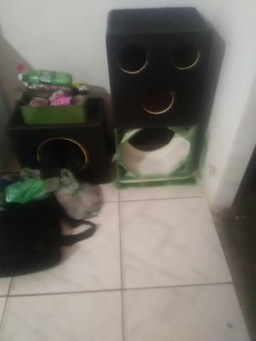 Vendo uma caixa de som com dois fone - Foto 3
