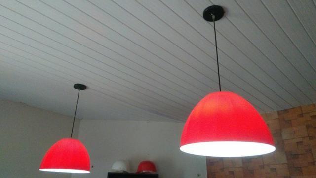Luminária pendente meia esfera vermelho - 41cm diâmetro