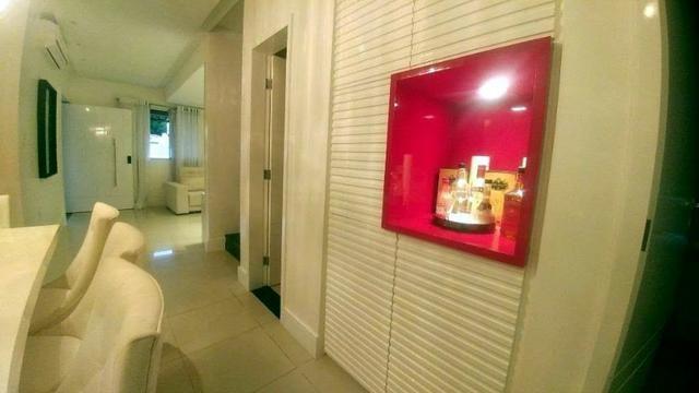 Casa de condominio com 4 suites e segurança 24 horas, bem localizada - Foto 7