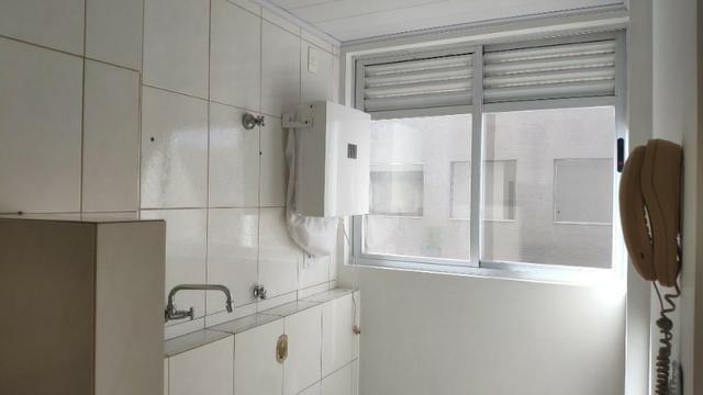 Apartamento de 1 Dormitorio com Vaga no Roçado - Foto 4