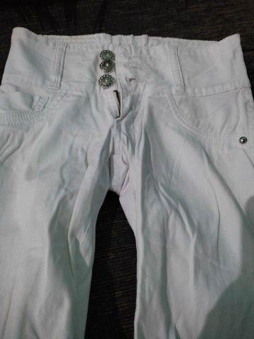 Calças brancas seminovos - Foto 4