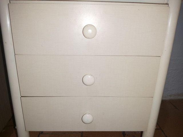 Mesa de cabeceira com 3 gavetas  - Foto 3