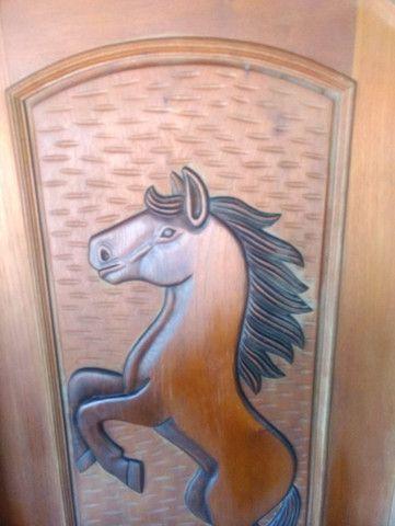 Porta de madeira esculpia - Foto 6