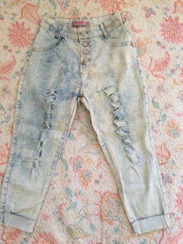Calça jeans feminina (rasgada pantacourt e iskini)