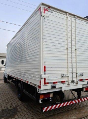 Caminhão Mercedes baú seco 710 - Foto 4