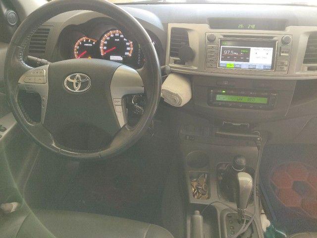 Vendo Hilux srv 4x4 preto auto 2013 - Foto 5