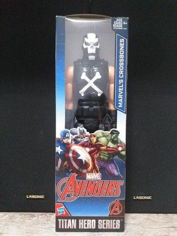 Boneco Ossos Cruzados Vingadores Marvel Titan Hero Series