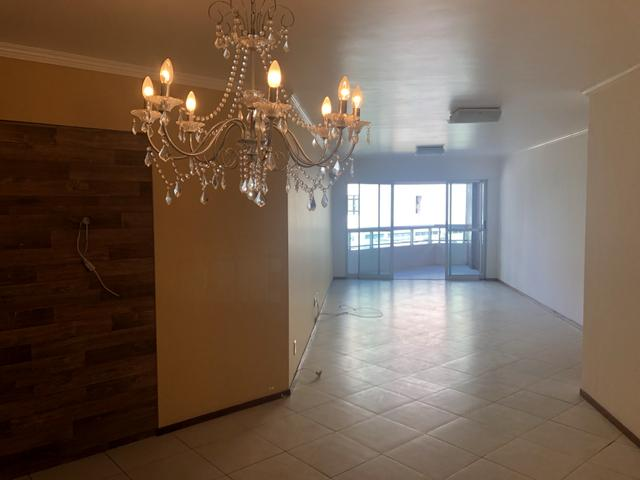 Apartamento com 4 suítes +gabinete + lavabo a 50 metros da praia - Foto 10