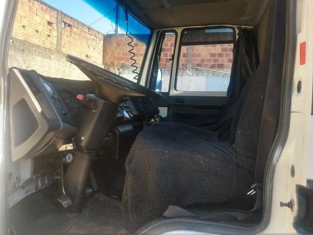 Cargo 1622 truck ano 2000 carroceria aberta - Foto 7