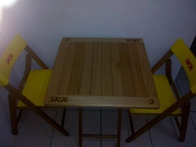 Kit de mesa e cadeira da skol - Foto 2