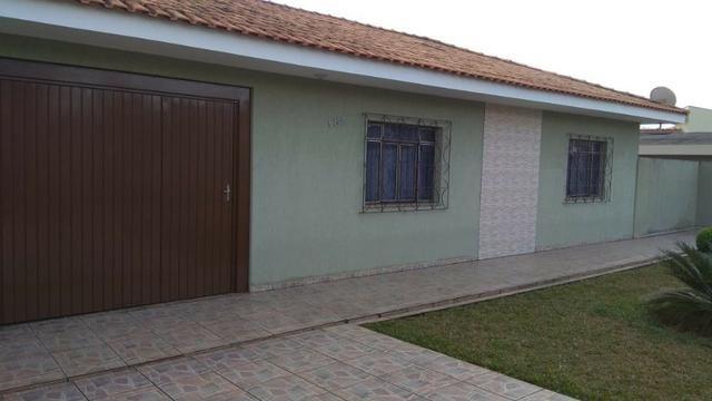 Ótima residência c/ 04 quartos, amplo terreno e salão de festas em Uvaranas !!!