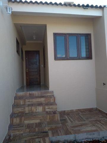 Excelente casa com 03 quartos, 02 vagas de garagem em Santa Rosa-RS - Foto 4