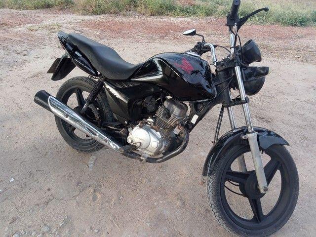 Moto fan 150 semi nova