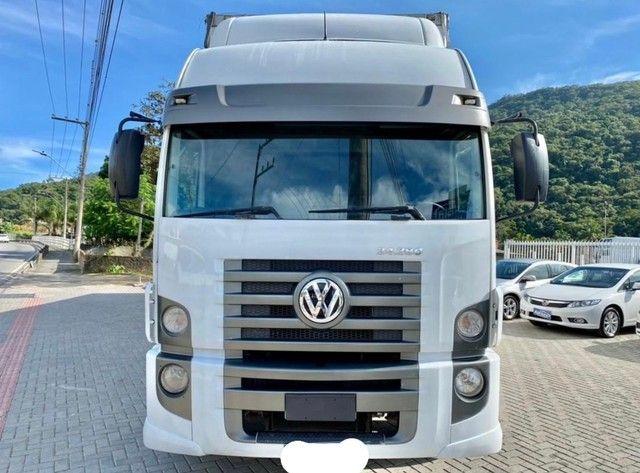 Caminhão vw 24280 6x2 ano: 2014 único dono