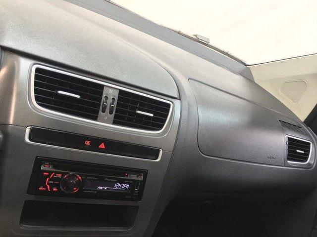 Volkswagen FOX 1.0 MI 8V TOTAL FLEX 4P - Foto 9
