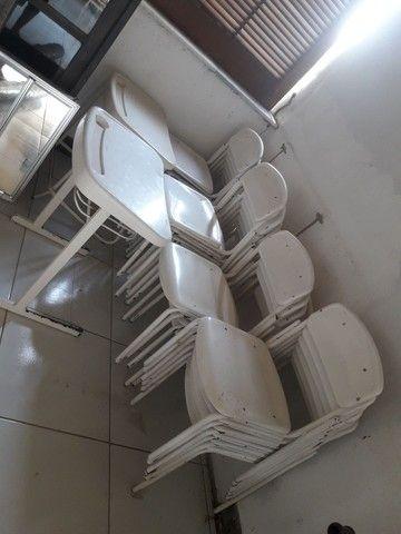 24 cadeiras plastico metal por  1,000 $