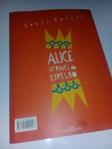 Livro 2 em 1 Alice no país das maravilhas e Alice Através do espelho - Foto 2
