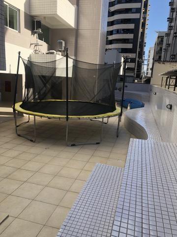 Apartamento com 4 suítes +gabinete + lavabo a 50 metros da praia - Foto 7