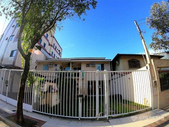 Casa duplex com 4 dormitórios, sol da manhã, lazer com churrasqueira e quintal, 3 vagas de - Foto 4