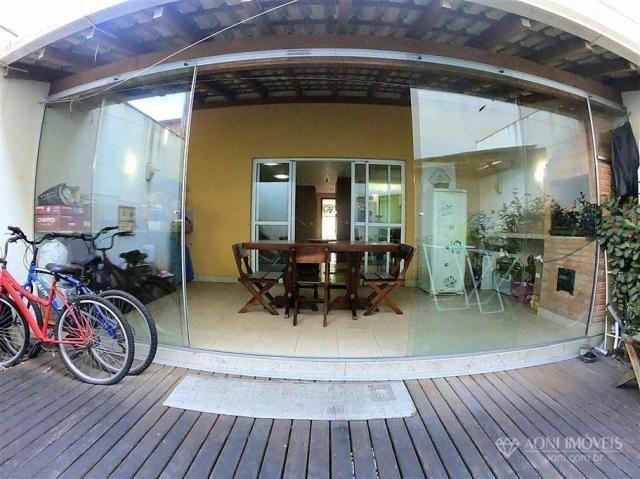 Casa duplex com 4 dormitórios, sol da manhã, lazer com churrasqueira e quintal, 3 vagas de - Foto 19