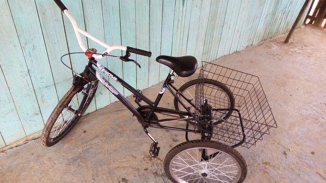 Vende-se uma bicicleta triciclo no bairro Belo Jardim próximo o centro! - Foto 3