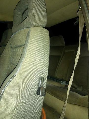 Santana 1.8 álcool, abertura nas portas por controle. Pneus e aros novos, carburador novo - Foto 6