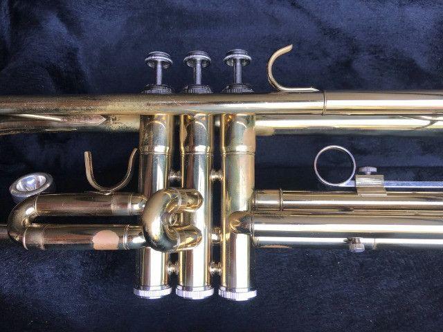 Trompete Shelter usado - Si Bemol Laqueado Dourado + Estojo - Foto 3