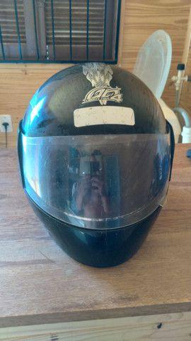 2 capacetes 50 reais  - Foto 2