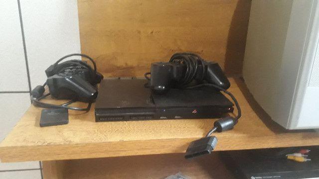 Vendo Playstation 2 original, com 2 controles originais da Sony e o memory card - Foto 2