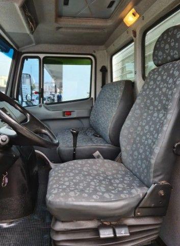 Caminhão Mercedes baú seco 710 - Foto 2