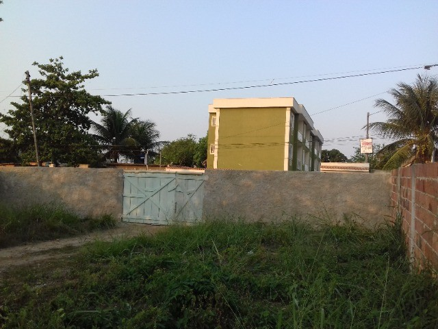 Terreno grande com 300 m2 em Marambaia / Bom Retiro - SG
