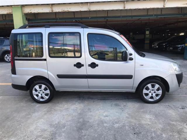 Fiat Doblò Essence 1.8 7L (Flex) - Foto 11
