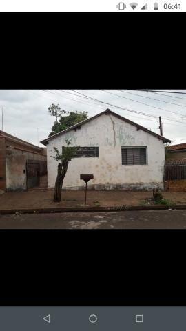 Vendo casa localizada no centro da cidade